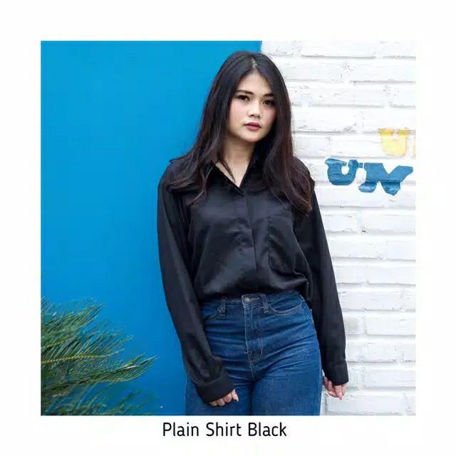 Plain shirt hitam