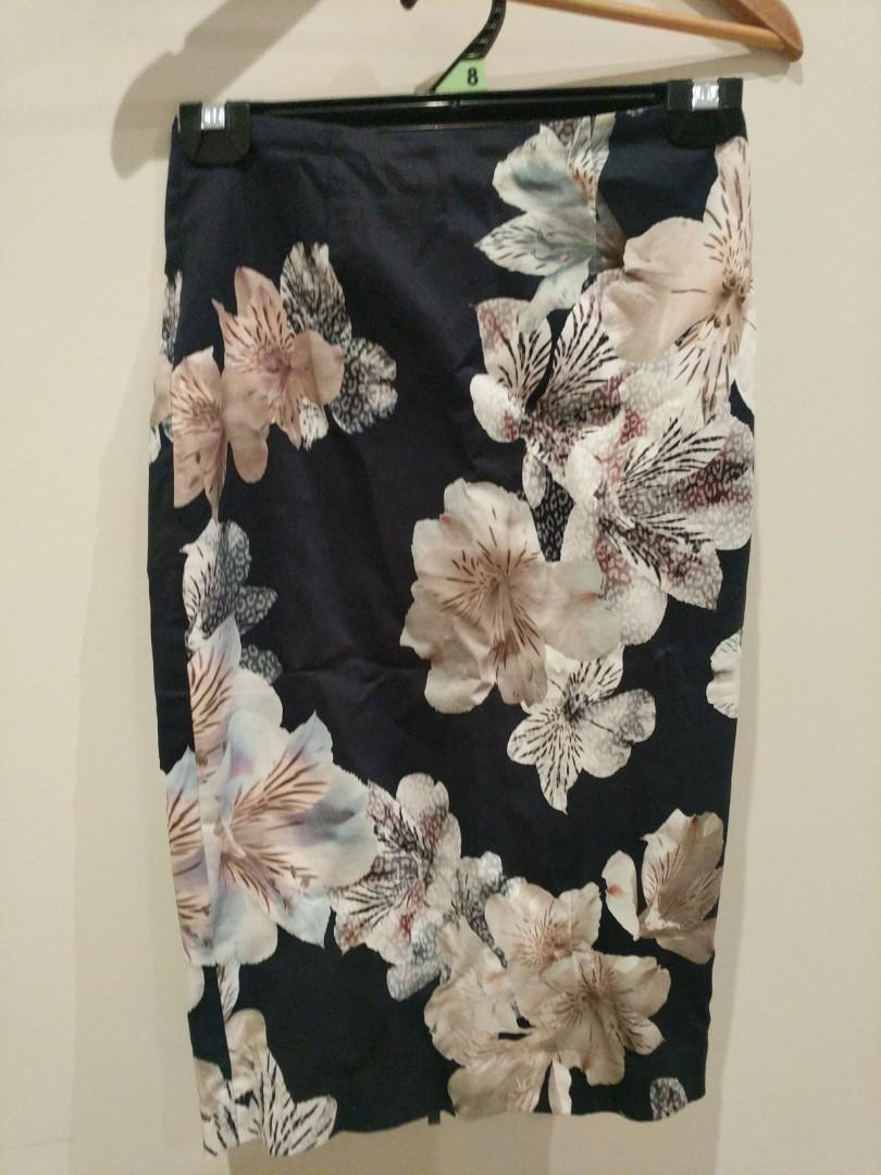Portmans floral size 6 skirt