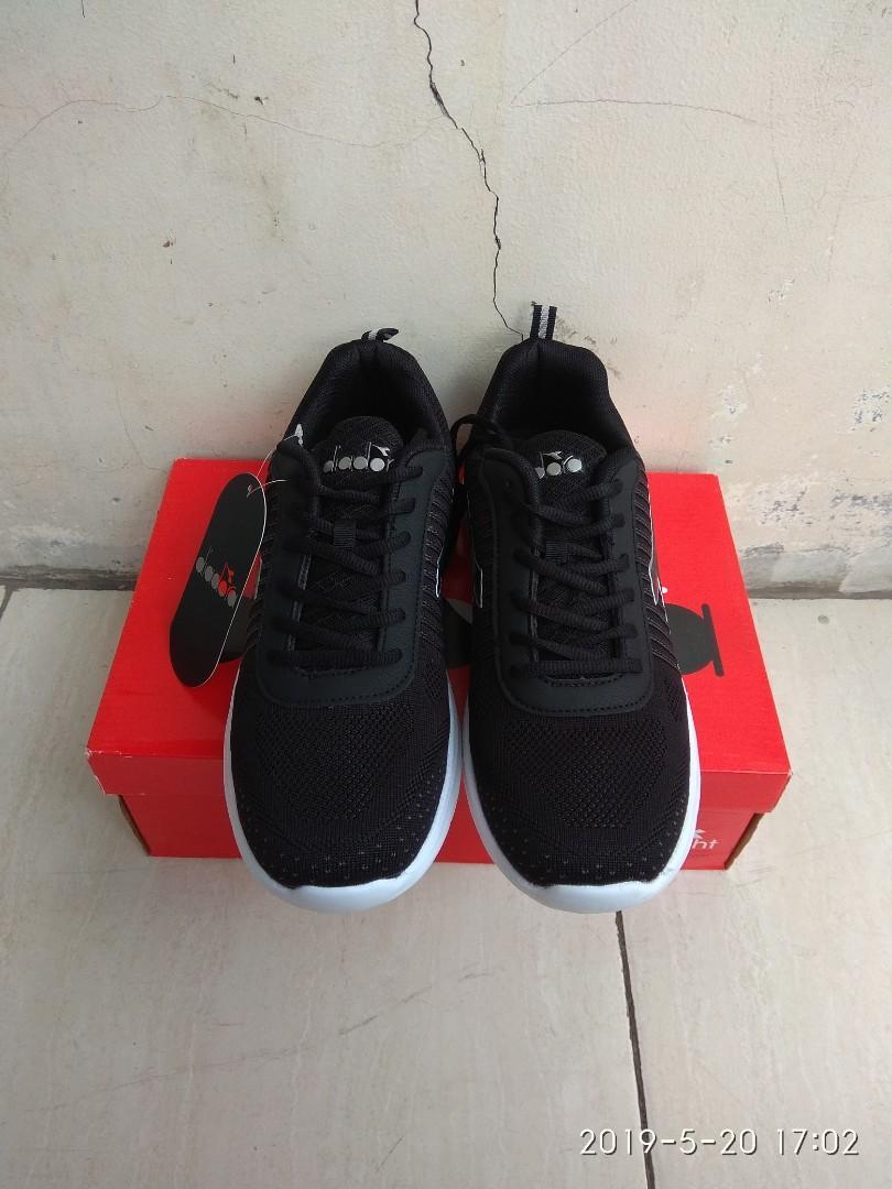 Sepatu Diadora Giani