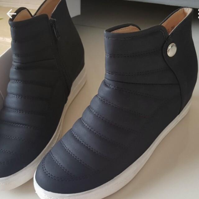 Sepatu Laviola uk 38 (brand matahari) + Dus