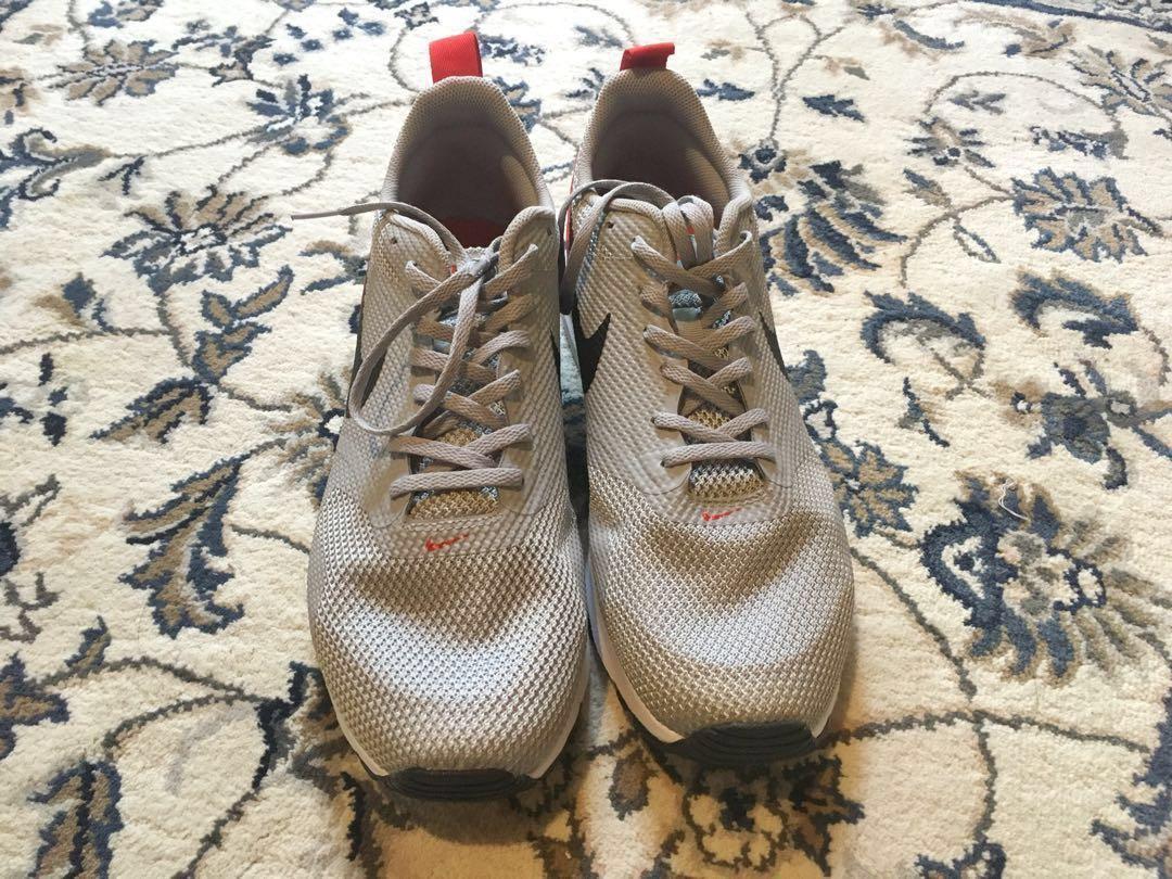 Sepatu Nike Air Max Tavas