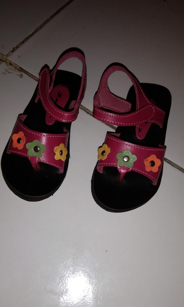 Sepatu sendal anak Perempuan