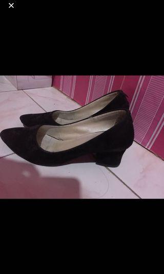 Sepatu kerja sepatu high heels hitam