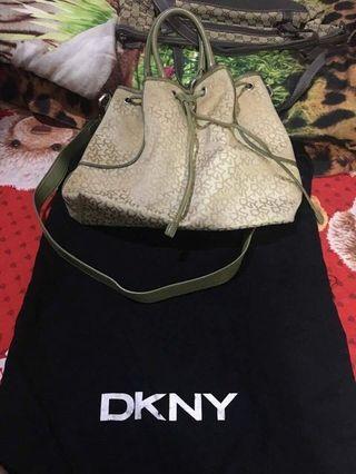 Tas DKNY
