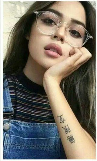 Kacamata gaya warna putih