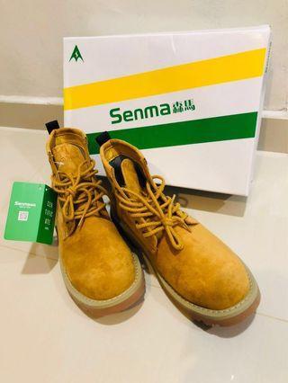 🚚 Senma 森马men's boots size 43 (suits 42)