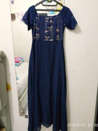 Gaun biru navy