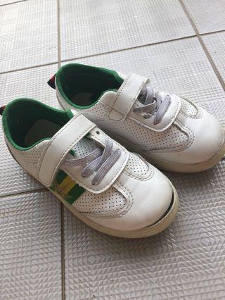 🚚 School shoe
