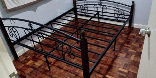 Prelove Bed Frame Queen size