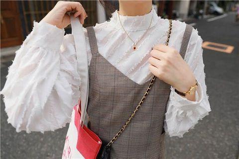 質料好!白色企領蕾絲衬衫搭格紋裙