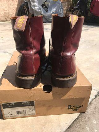 Doc martens boots  Red cherry with box. condition excellent 9/10.Jarang jarang digunakan