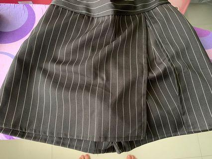 Black stripes shorts