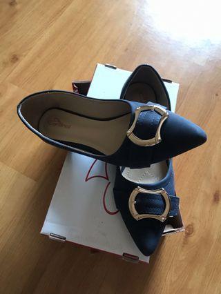 Sepatu flat navy