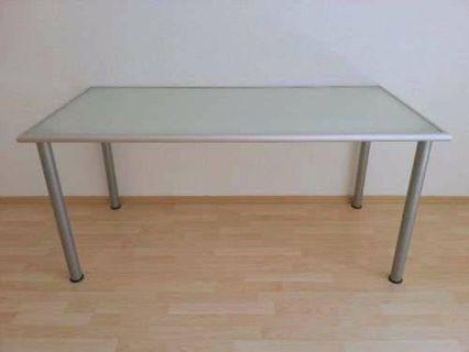 Glasholm table