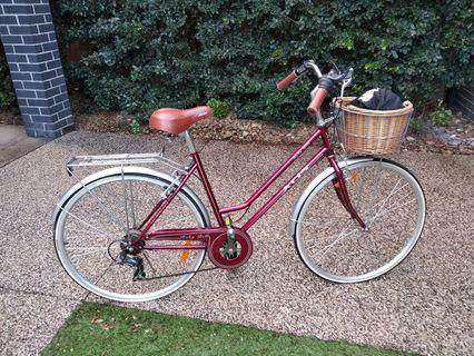 XDS Ruby Bell Ladies Vintage Style Bike with Lazer Helmet