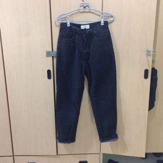 🚚 [出清衣櫃]黑色不對稱牛仔褲