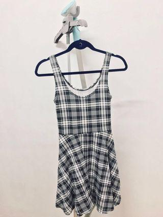 🚚 Checked Dress