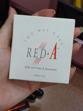 Bedak Two way cake red a (natural beige)
