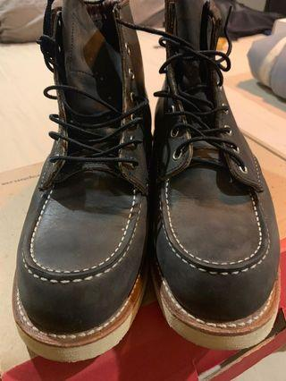 Red Wing (Black)