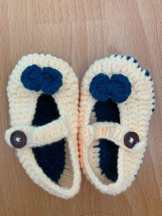 Knitted baby shoe