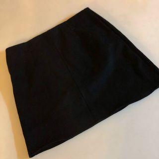 🚚 純色素面黑A字裙☕️ (穿過一次)