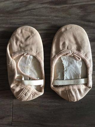 🚚 Ballet Shoes (6W)