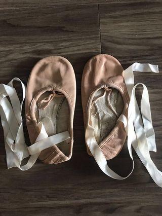 🚚 Ballet Shoes (13W)