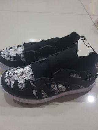*new* max fashion sneakers