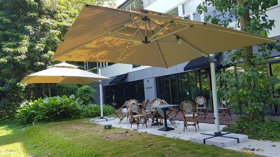 Brand new sunray outdoor patio 3.5m ×3.5m square good quality umbrella SALE OR  RENTAL call wan 98576677.