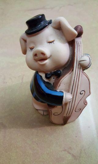 小豬拉大提琴