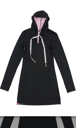 Reversa Spin and Stretch Pull Over Black/Pink in XS