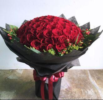 99 Fresh Roses + Delivery