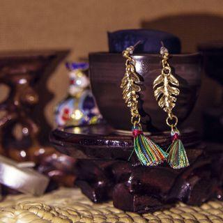 🚚 Gold Tassel Boho Leaf Earrings / Pandan Gulung