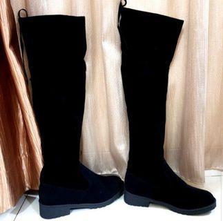Black Boots Bludru