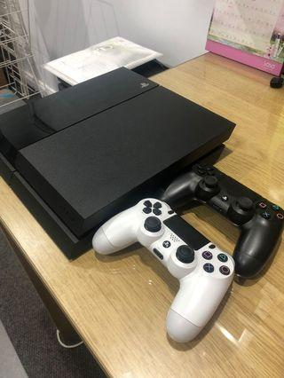 PS4 500gb with two controllers