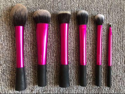 🚚 Real Techniques Makeup Brushes - Face and Lip Brushes