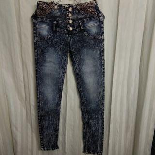 #mauthr jeans