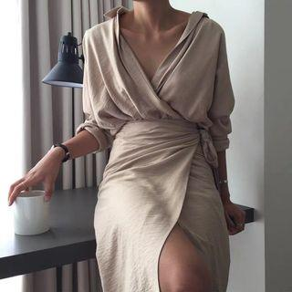Hepburn straps wrapped v-neck dress