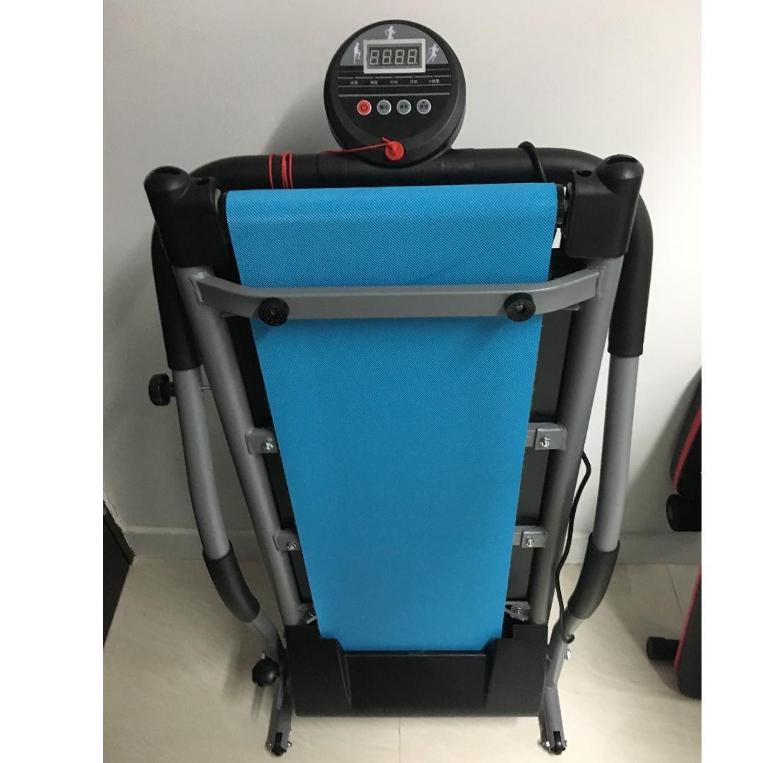 電動跑步機 (6段速度可調較) 可摺式 陳列品出售
