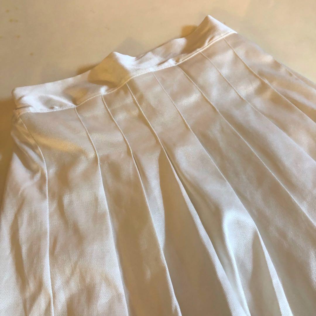 純色素面白百搭百褶裙☕️ (全新僅試穿)