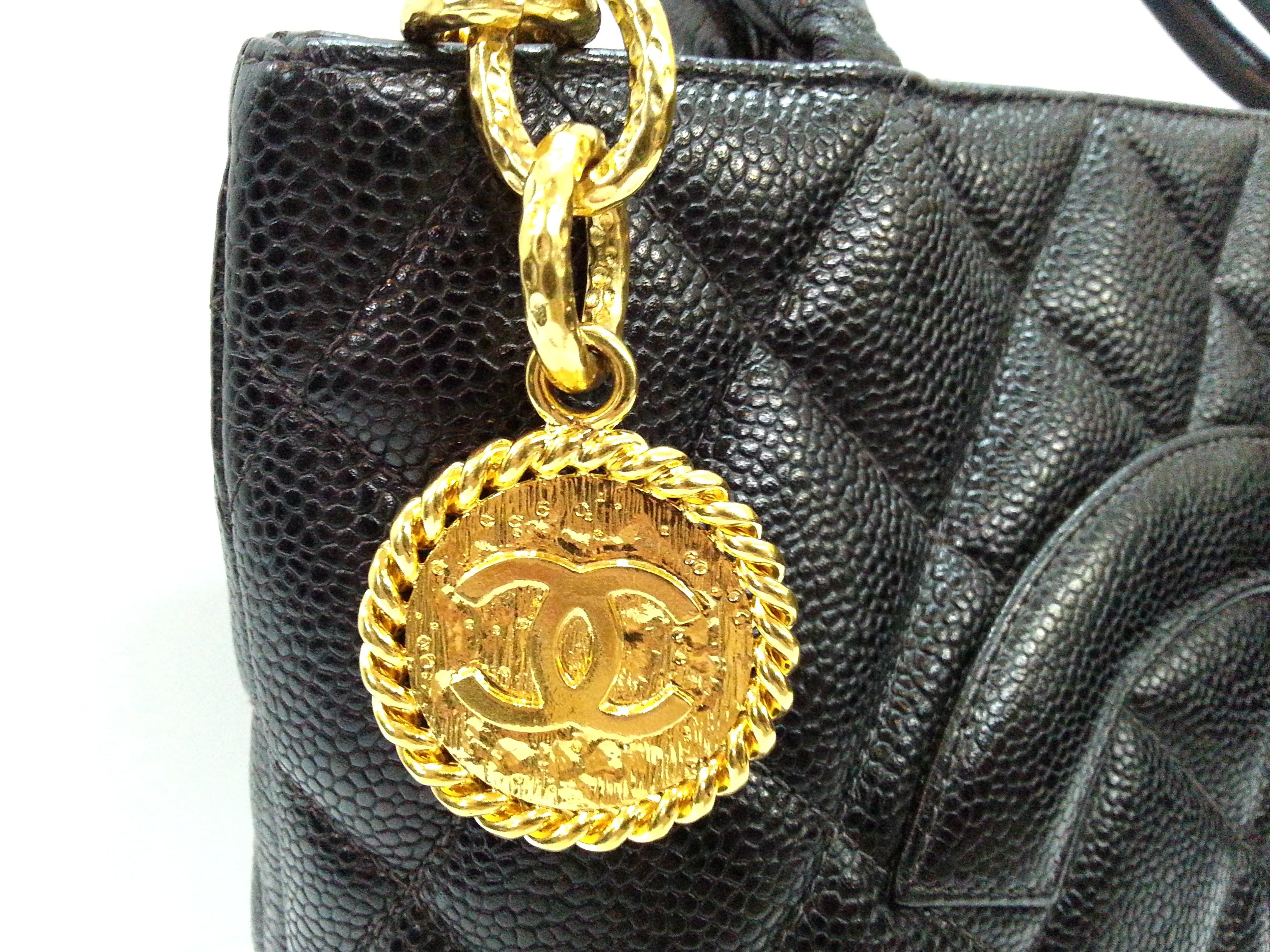 Authentic Chanel Vintage Medallion Caviar Shoulder Bag With 24K Plated Gold Hardware {{Only For Sale}} ** No Trade ** {{Fixed Price}} ** 定价 **