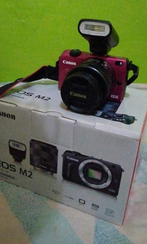 Camera Cannon eos m2