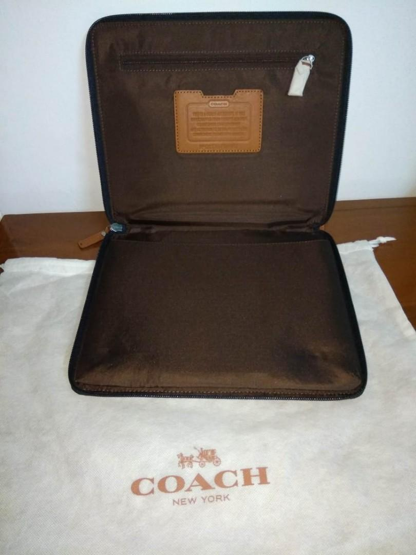 Coach CLUTCH perfect condition Authentic