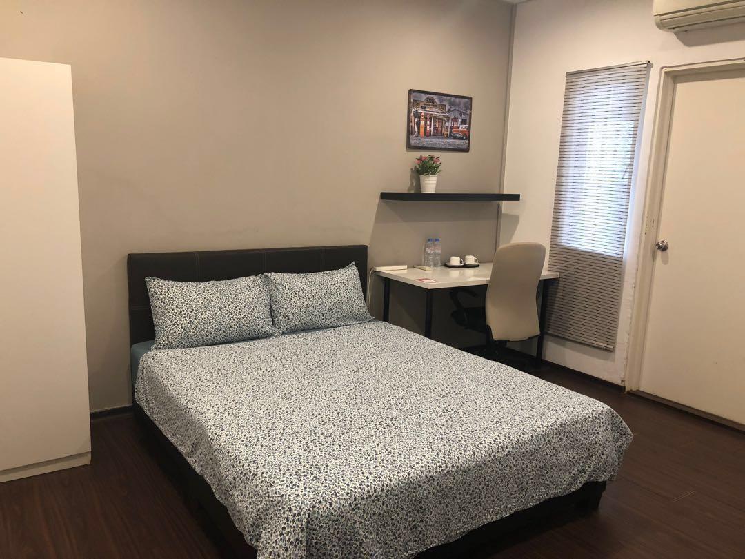 Female Hotel room housekeeper -$1500