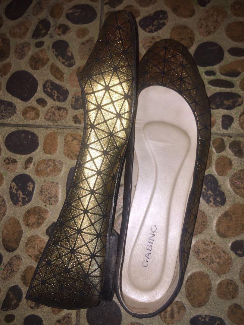 #mauthr shoes flat gold