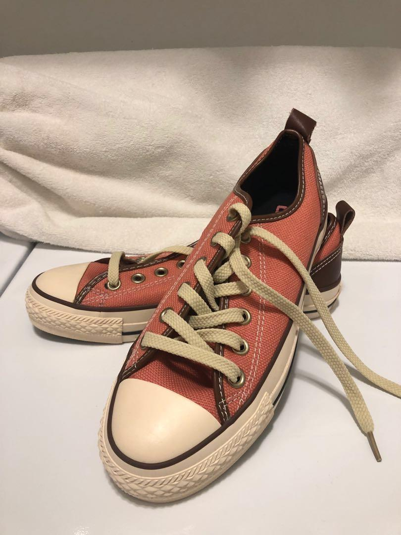Peach Converse Chuck Taylor All Star with Leather Trims New)