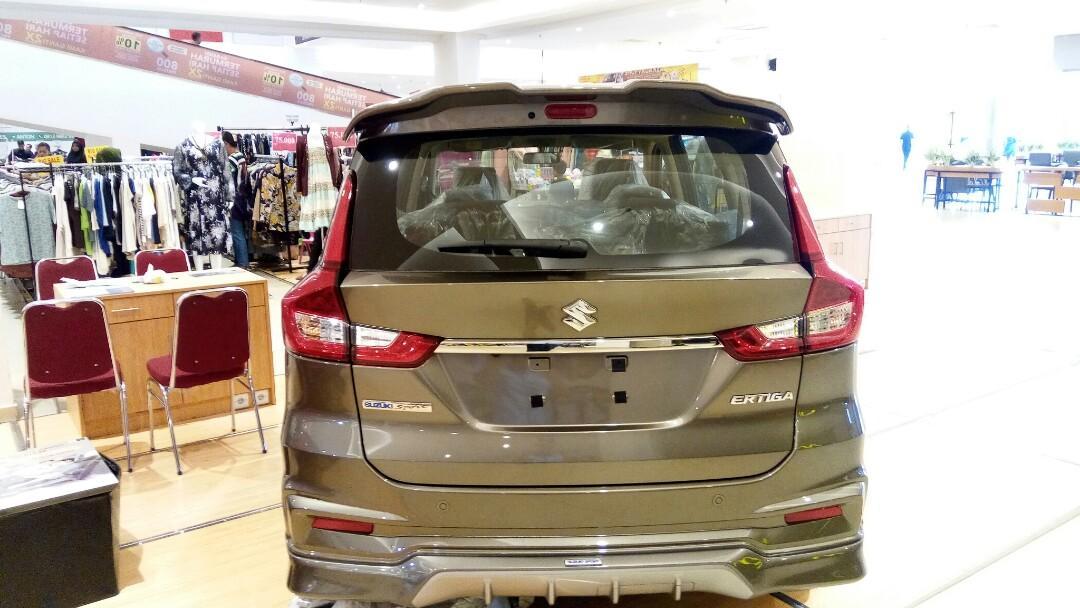 Promo Suzuki Sx4 over/Scross harga Rp.279.900.000.melayani cash dan kredit, melayani untuk kota Pekanbaru dan wilayah provinsi riau daratan, Indonesia.