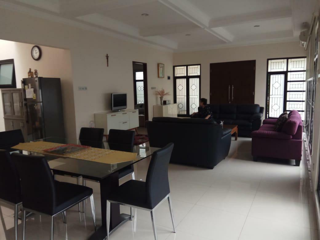 Rumah 2 Lantai Hook Full Furnished di Cireundeu Tangsel