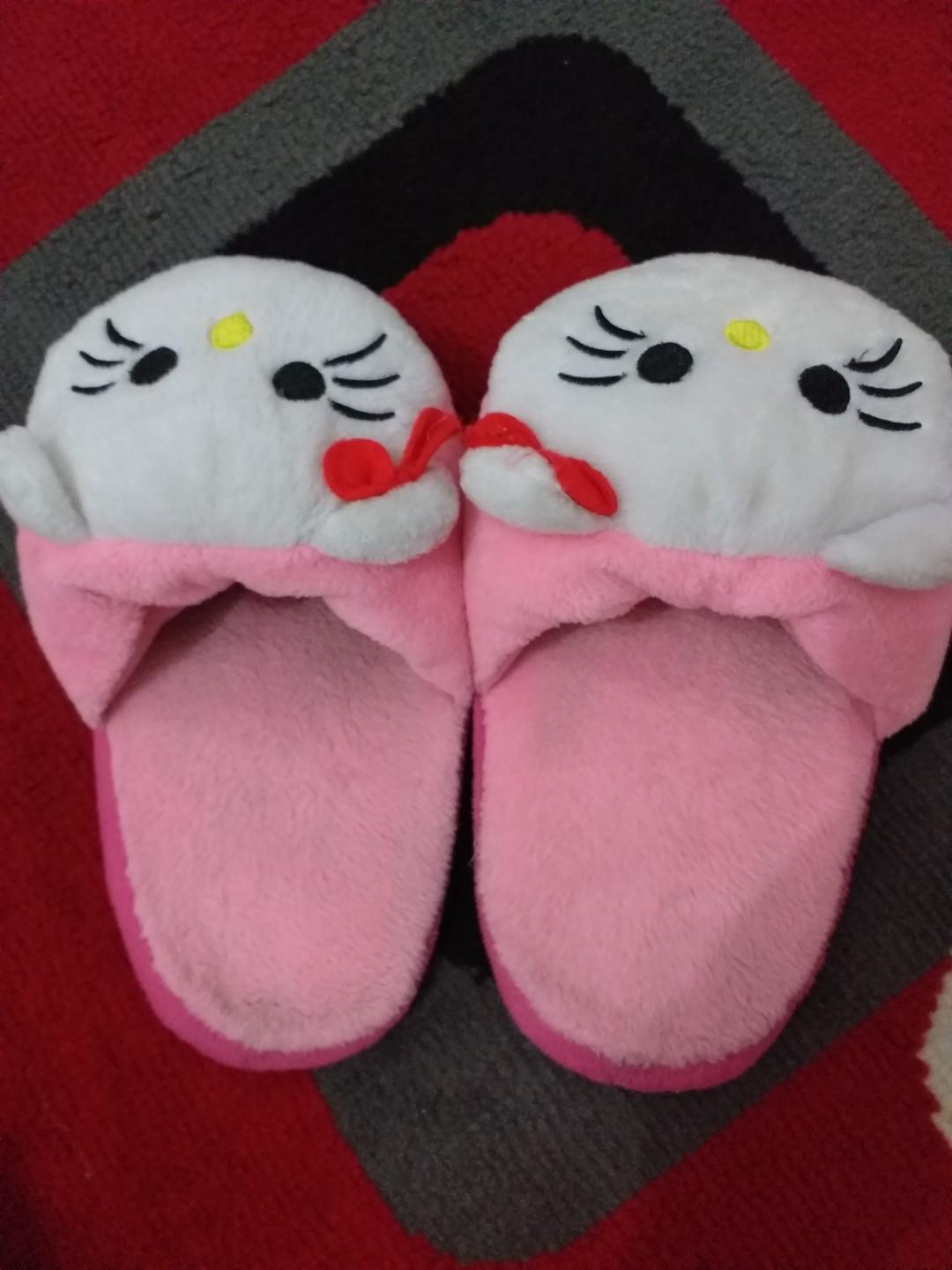 Sendal kamar hello kitty