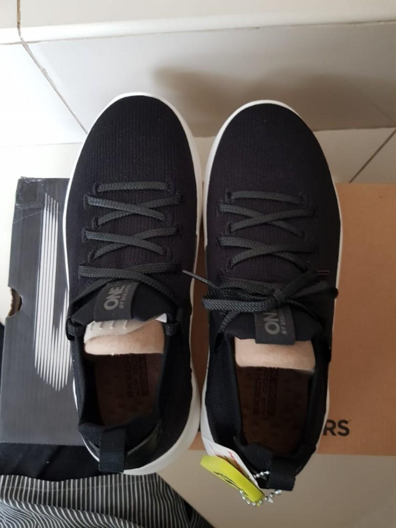 Sepatu Skechers ONE Ultra GO